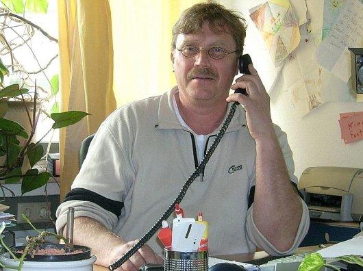 Edwin Thöne in seinem Büro beim Kinderschutzbund Unna